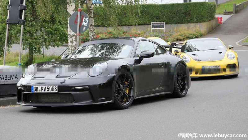 2021-porsche-911-gt3-new-spy-photo-with-previous-gt3 (3).jpg