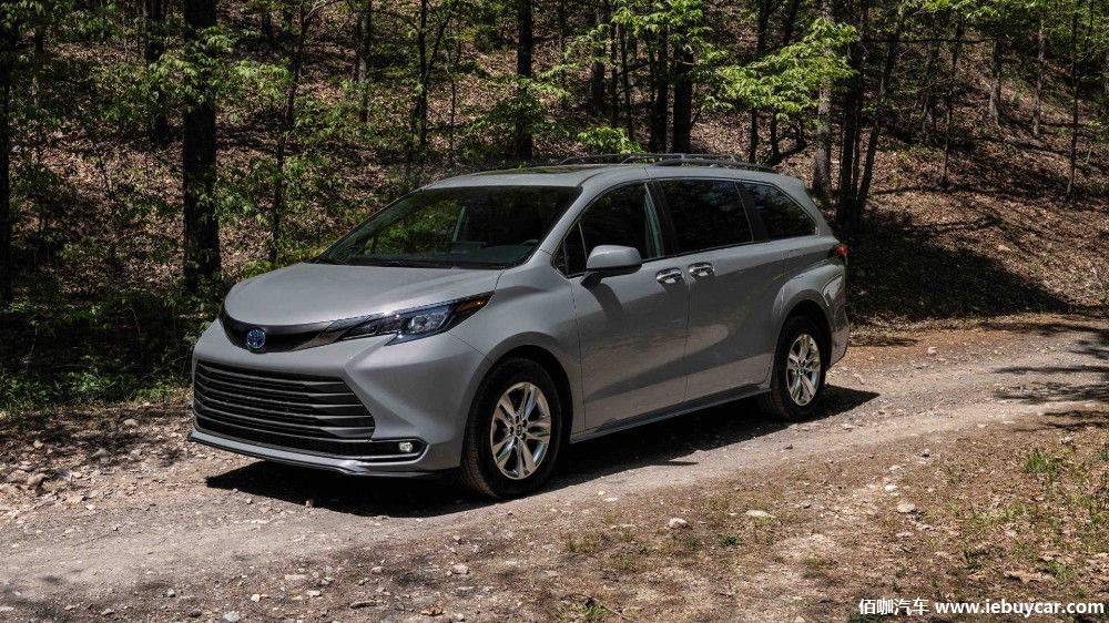 2022-toyota-sienna-woodland-special-edition-front-view (1).jpg