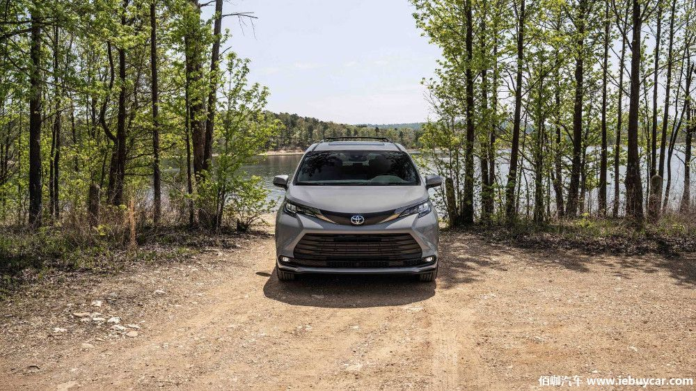 2022-toyota-sienna-woodland-special-edition-front-view.jpg